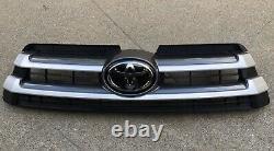2017 2018 2019 Toyota Highlander Front Grille Assembly 53101-0E230 with Emblem
